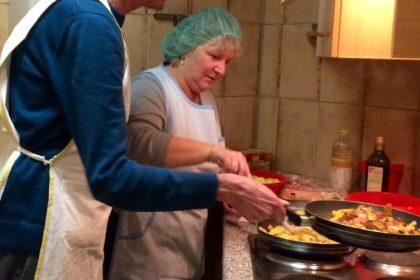 Selbst zubereitete Wunschgerichte – gemeinsames Kochen mit Bewohnern