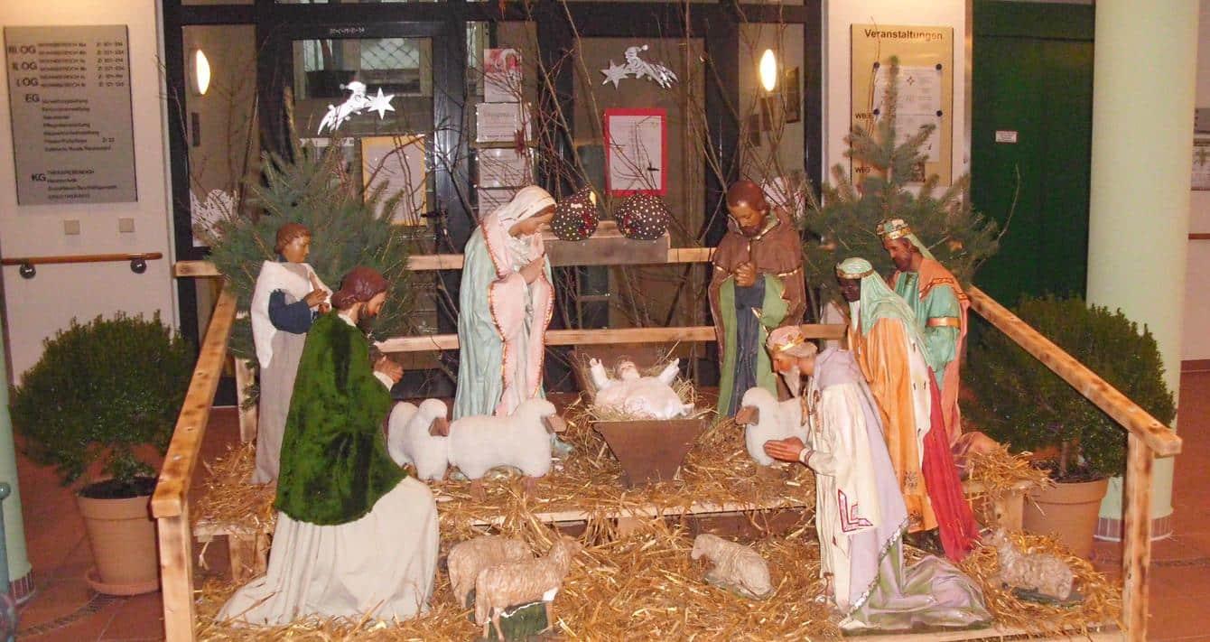 Familiäre Weihnachtsgrüße.Liebe Weihnachtsgrüße Von Dem Team Der Seniorenresidenz Unter Der