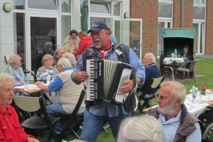 Sommergrillfest mit Musik, Spiel und Spaß