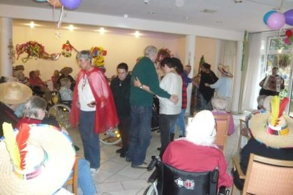 Zu Karneval buntes Treiben im Cura Seniorencentrum