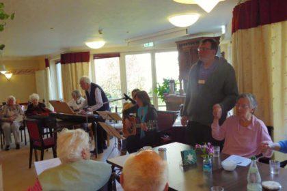 Emden: Die Wolthuser Dorfmusikanten besuchten unser Haus Douwesstift am 14.04.2016