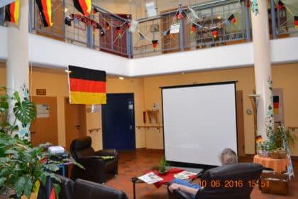 CURA Seniorencentrum Lilienthal ist bei Fußball Europameisterschaft Deutschlands 12.Mann