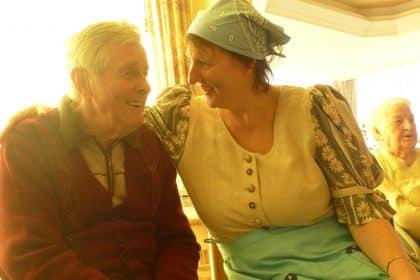 Märchenstunde mit Hexe Baba Jaga im Cura Seniorencentrum Pasewalk