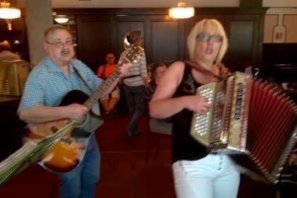 Volksmusik mit dem Akkordeon Duo Klein am 17. Mai 2017