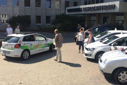 """""""Demenz braucht keine Konkurrenz"""" – Autocorso vor dem Sozialamt –"""