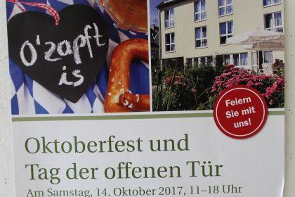 """""""Weiß-Blau"""",  Schweinshaxen, Zwiebelkuchen und Jazzmusik im Freien-Oktoberfest im Maternus Seniorencentrum Bonifatius –"""