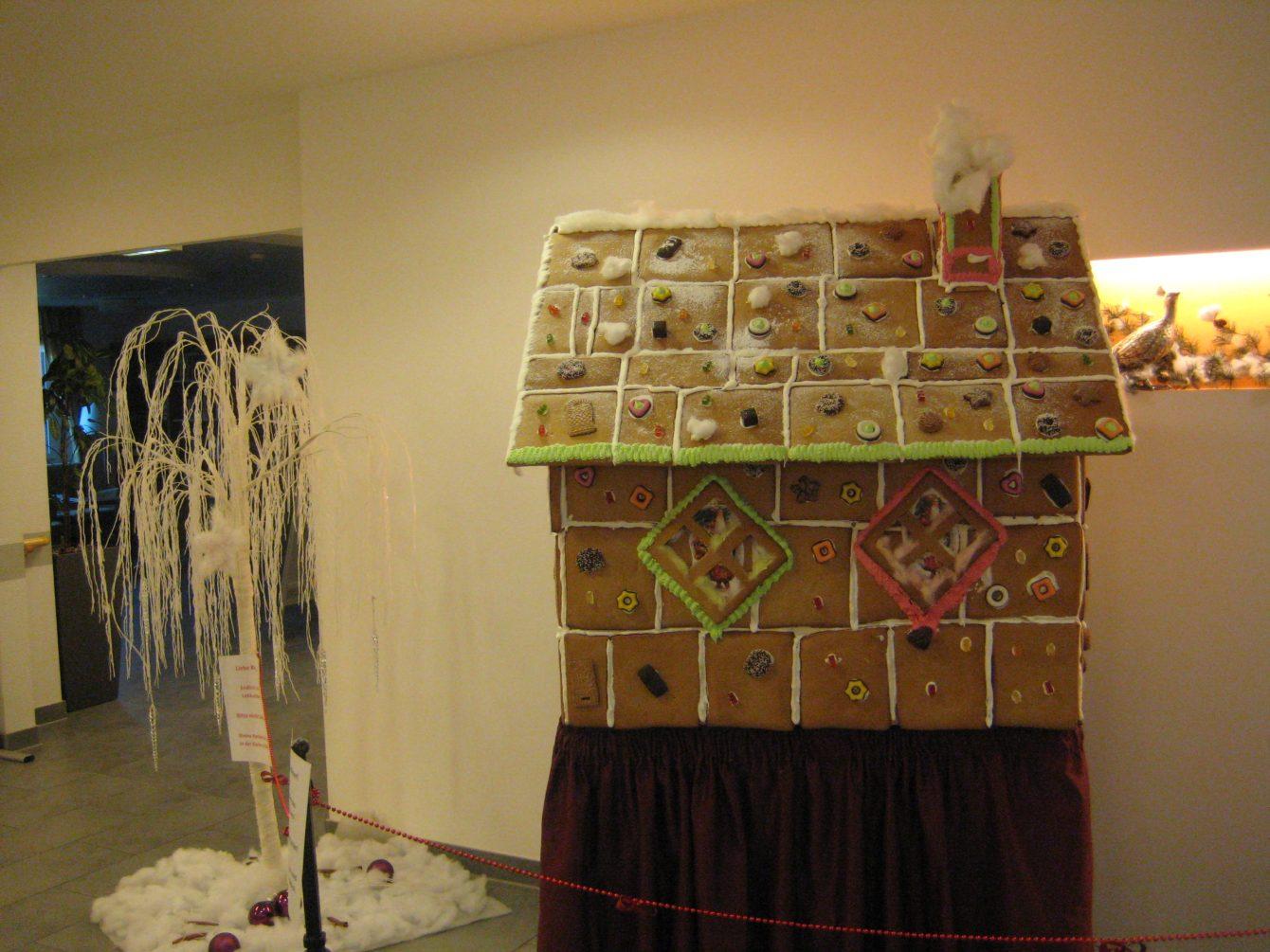unser sch nes pfefferkuchenhaus cura seniorencentrum stollberg. Black Bedroom Furniture Sets. Home Design Ideas