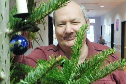 Weihnachtsbaum schmücken im Maxistift