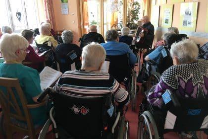 Singstunde im CURA Seniorencentrum Klingenthal