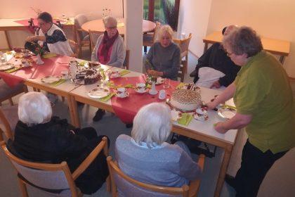 Geburtstagskaffee – die Bewohner lassen sich noch einmal feiern