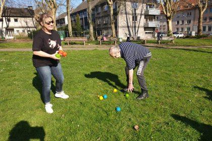 Frühlingssonne nutzen zum Boccia-Spiel