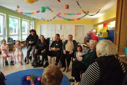 """Besuch der Kita-Kinder von """"Unsere kleine Farm"""" zum gemeinsamen Spielen"""