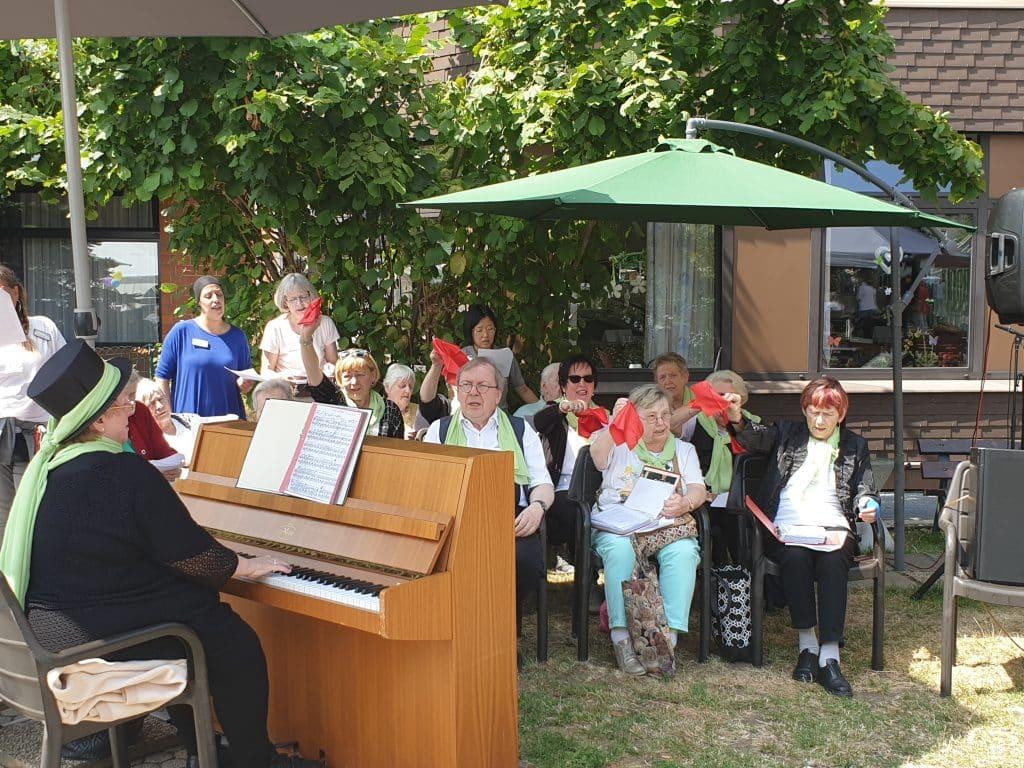 Haus-Chor Volkslieder singend