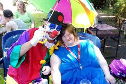 Der Clown bringt die Abkühlung