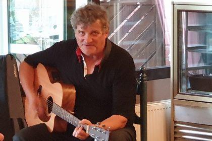 """Solo-Sänger """"Guido P."""" singt bekannte Schlager der 60er und 70er Jahre"""