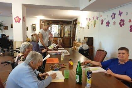 Das Kunsttherapie-Angebot fördert die Kreativität unserer Bewohner