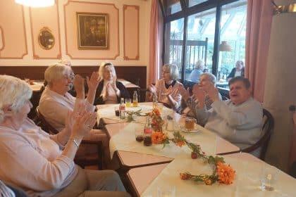 Fröhliches Winzerfest mit stimmungsvoller Musik des Sängers Ricky Kunze