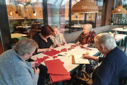 Unsere Handarbeitsgruppe trifft sich einmal im Monat für kreative Arbeiten