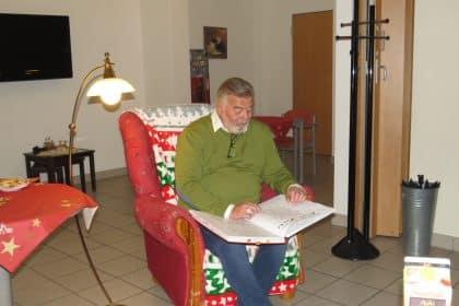 Harry Wijnvoord liest Weihnachtsgeschichten im Cura Gladbeck