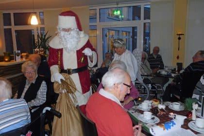 Besinnlich bis heiter – Weihnachten und Silvester im CURA Seniorencentrum Heiligenhafen!