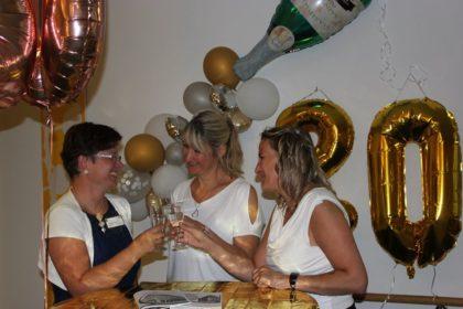 Zum 20-Jährigen wurde gefeiert, geschlemmt und auf die Jubilare/neue Leitung angestoßen