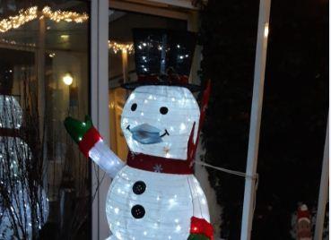 Bei uns trägt auch der Schneemann eine Maske