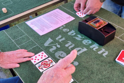 """Spielen bringt Freude! – Ein """"Spielpavillon"""" für die Senioren."""